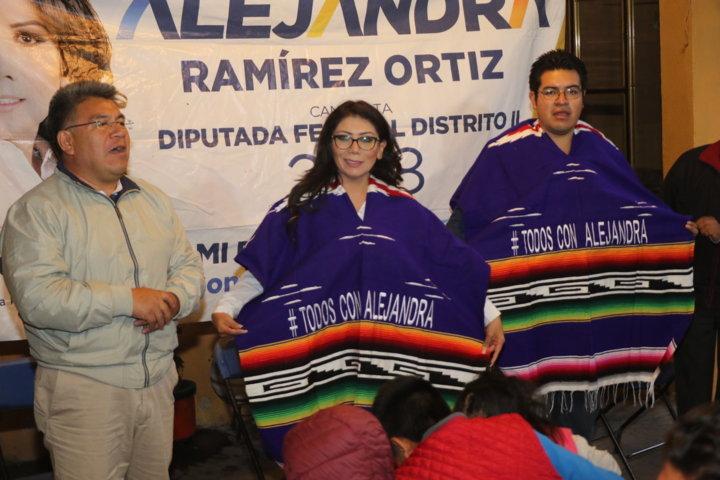 Xaltipa, Contla recibe con entusiasmo a Alejandra Ramírez