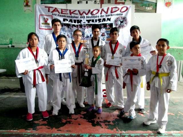 Taekwondoistas de Tetlanohcan se coronan vencedores