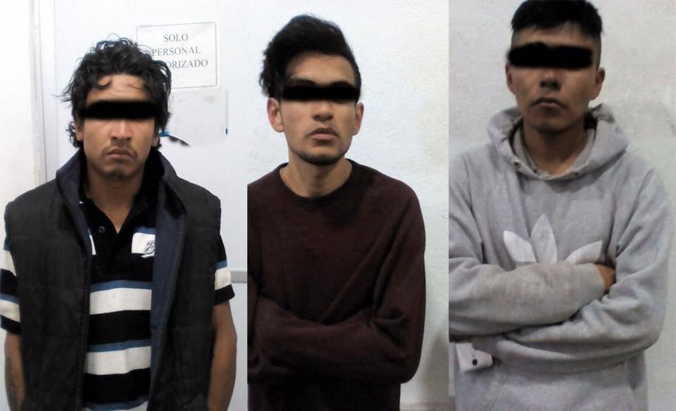 Asegura Policía de Apizaco a tres sujetos por robo de auto en tentativa