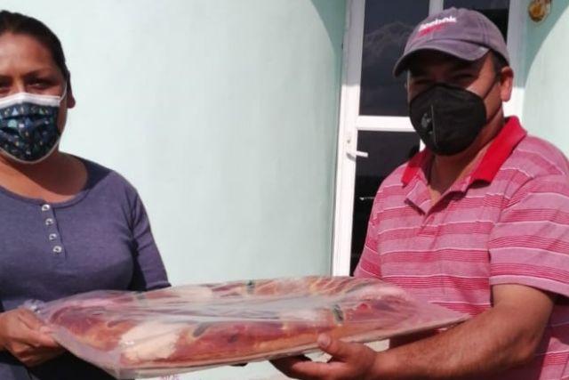 Ayuntamiento entrega juguetes y roscas a familias de Totolac