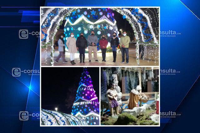 Iluminación del monumental árbol navideño y adornos alusivos en Tetla