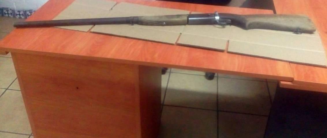 Asegura la CES a dos personas y un arma de fuego en San Pablo del Monte