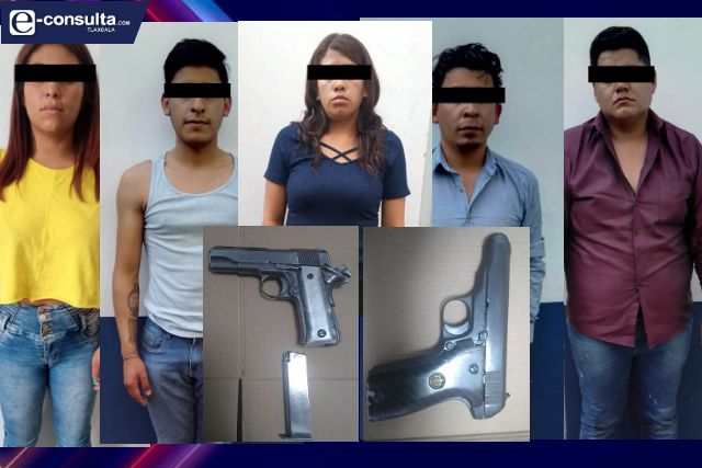 La SSC detiene en Zacatelco a cinco personas y asegura dos armas de fuego