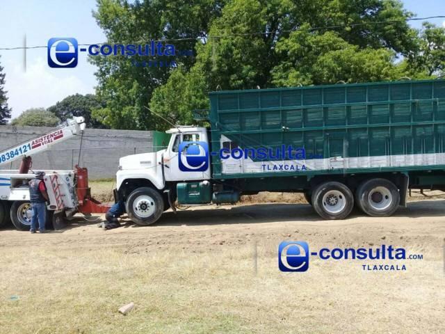 Ubican estatales dos camiones y un auto que fueron robados por huachicoleros