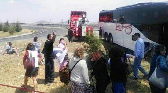 Una decena de lesionados dejó accidente de autobús con turistas