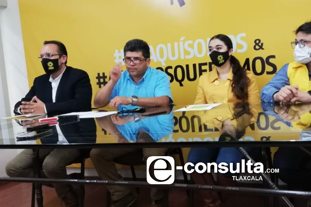 PRD designa a Cambrón y Sesín para negociar con el PRI, PAN y PAC