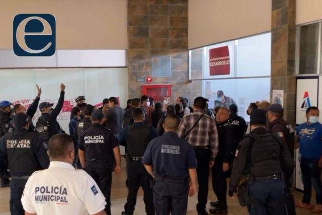 Trifulca en Apizaco; un funcionario público resultó golpeado