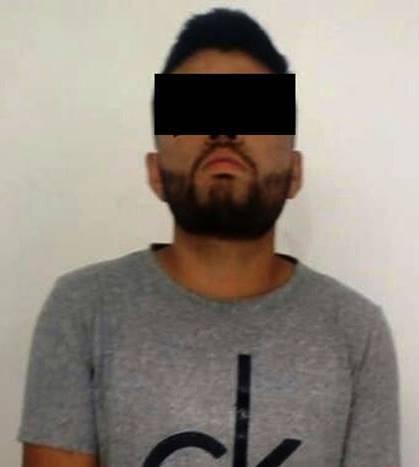Asegura Policía Estatal a dos personas con droga en Tzompantepec