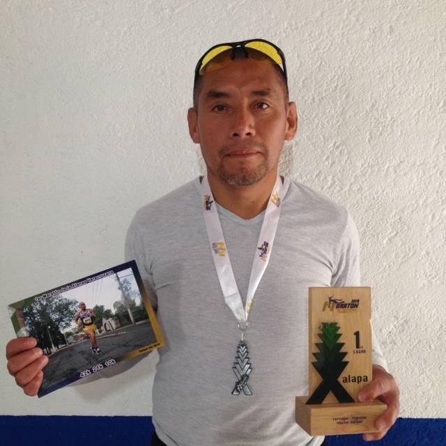 Maratonista zacatelquense gana primer lugar en categoría master