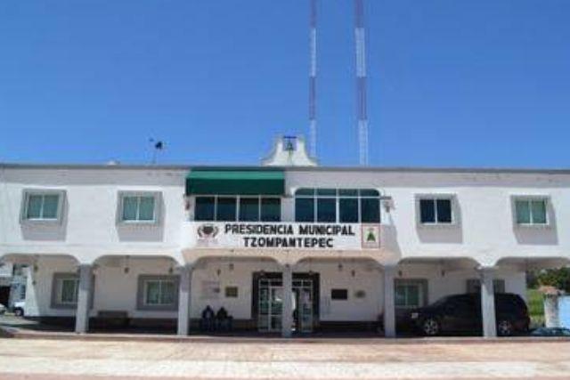 Personal del Ayuntamiento de Tzompantepec quieren su finiquito