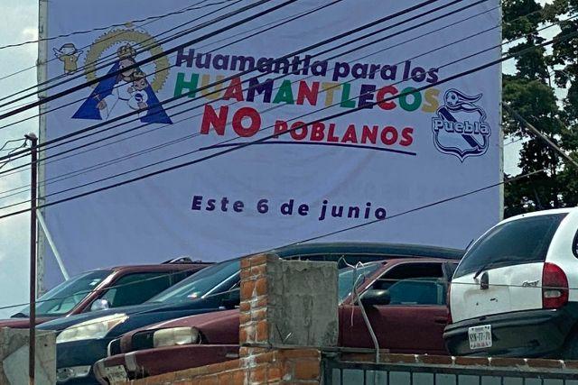 Huamantlecos repudian la imposición de candidatos; protestan con lonas