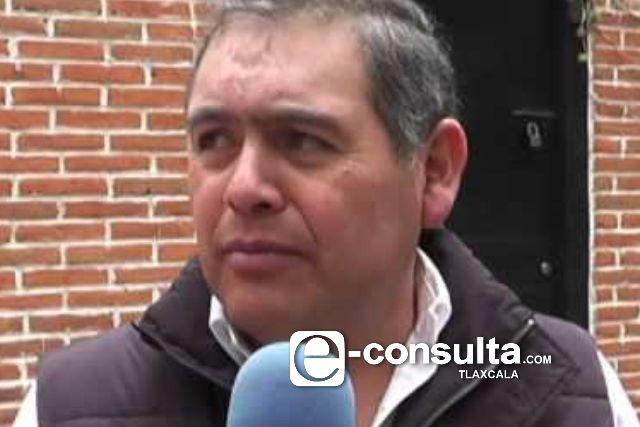 Gasolinero transa, exhiben a nivel nacional a ex alcalde de Tlaxco