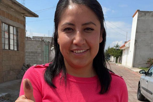 Emite voto Leticia Téllez en Ixtenco