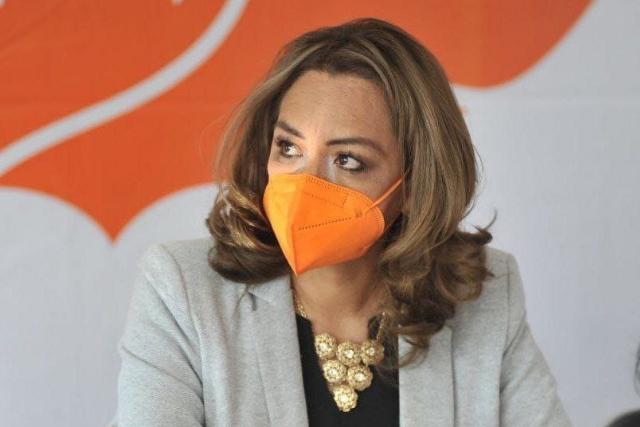 Presenta Eréndira Jiménez 7 columnas para fortalecer la educación