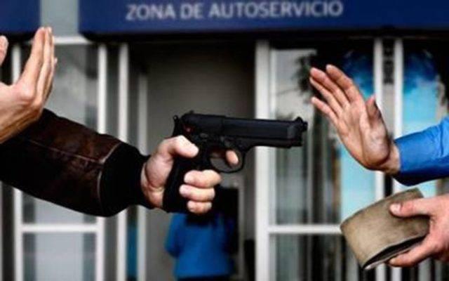 Asaltan a cuenta habiente en Chiautempan: detienen a dos y un arma