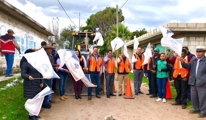Alcalde mejora la imagen urbana de la calle 16 de septiembre con adoquín