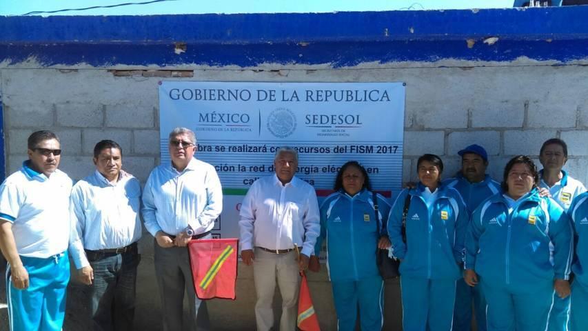 Desampedro López inicia trabajos de electrificación en calle La Melga