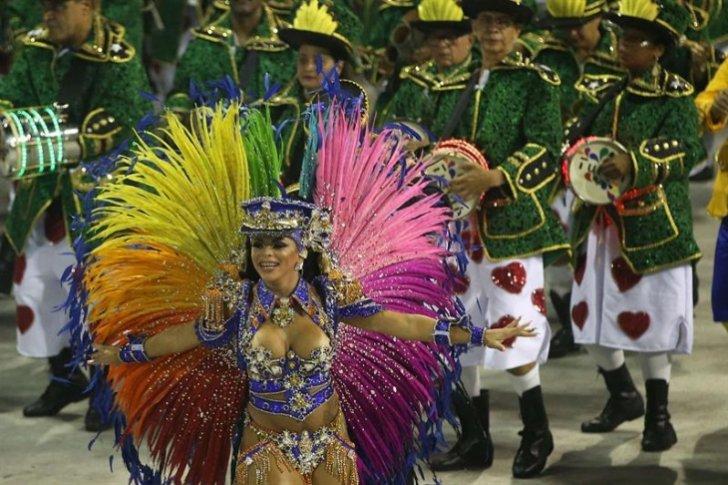 Un desfile sobre la cultura brasileña abre el mayor espectáculo del mundo