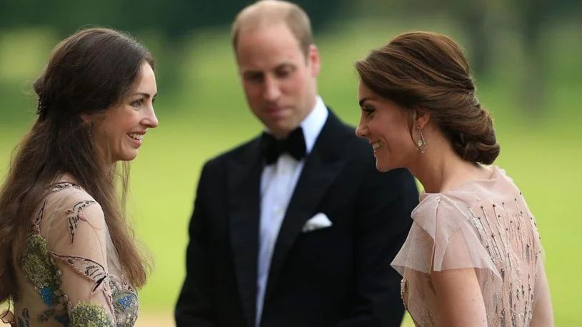 El príncipe William está enamorado pero no de su esposa Kate Middleton