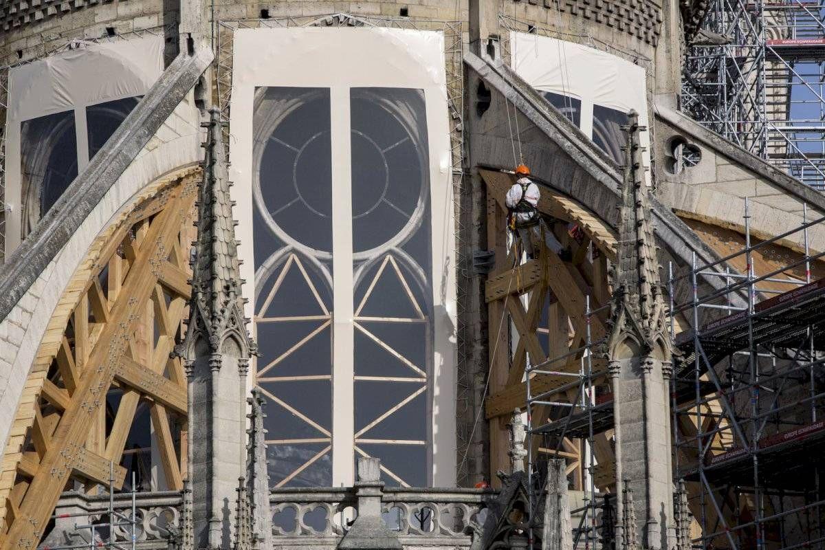 Advierten que la catedral de Notre Dame podría ser dañada por la ola de calor
