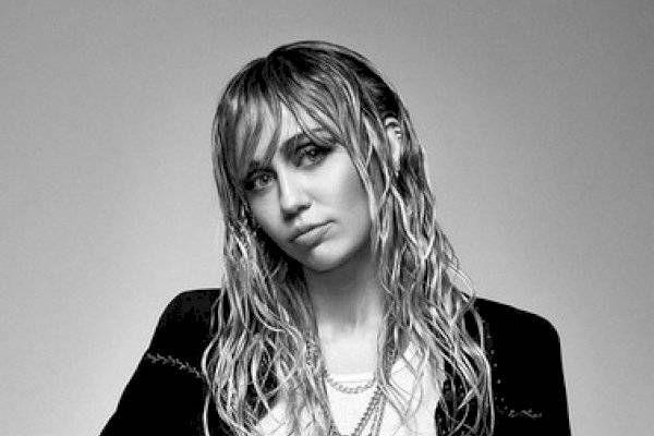 Miley Cyrus se somete a una cirugía de cuerdas vocales donde queda temporalmente sin voz