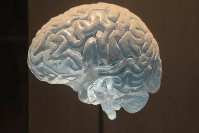 Médicos afirman que el coronavirus puede causar daño cerebral