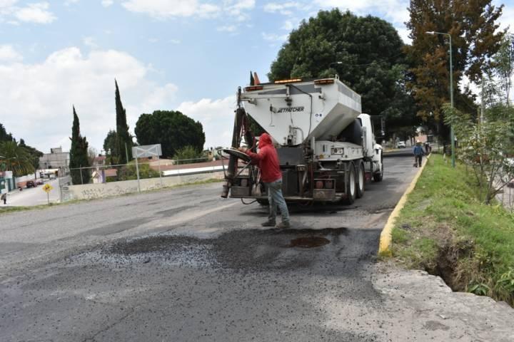 Ayuntamiento mejora las vialidades con bacheo y limpieza