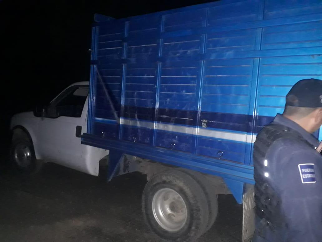 Asegura la CES camioneta con bidones de hidrocarburo en Nativitas