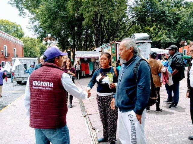 En su recorrido por calles de Tlaxcala pide voto en línea José Luis Garrido