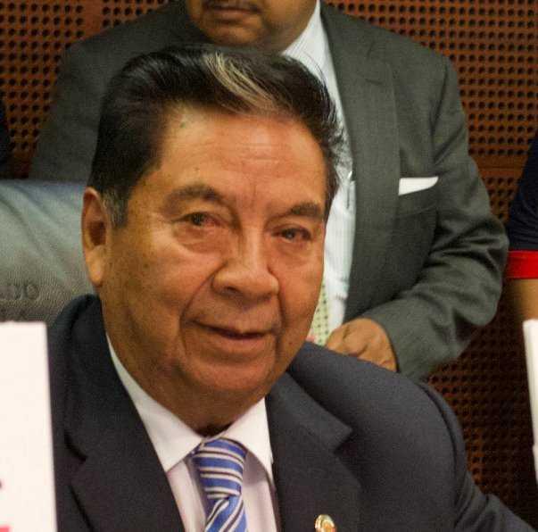 Senador Molina se martiriza ante inminente caída