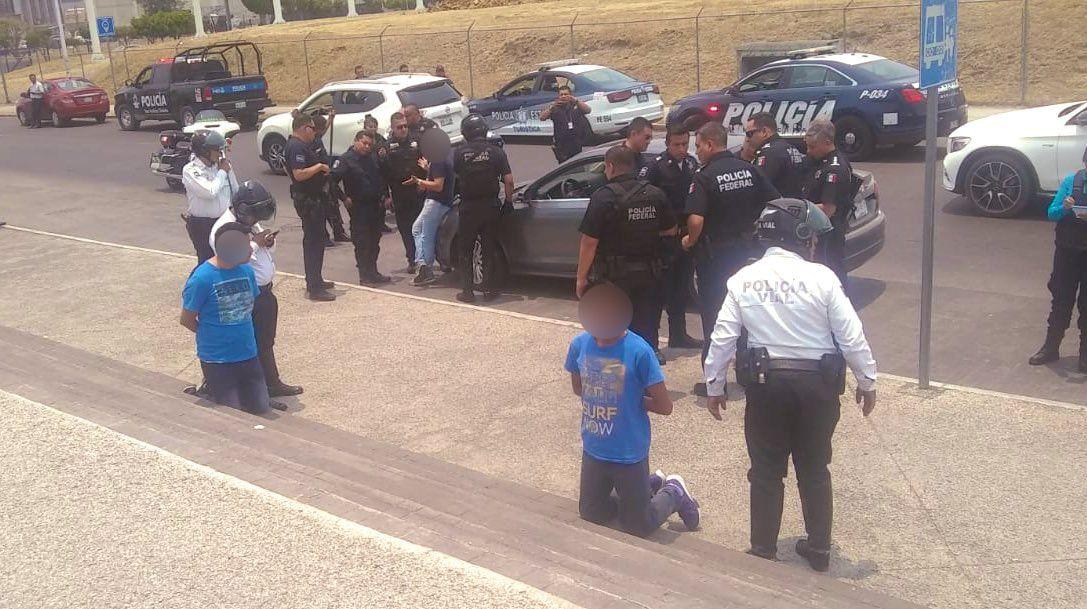 Detienen a tres tlaxcaltecas en una intensa persecución en Puebla