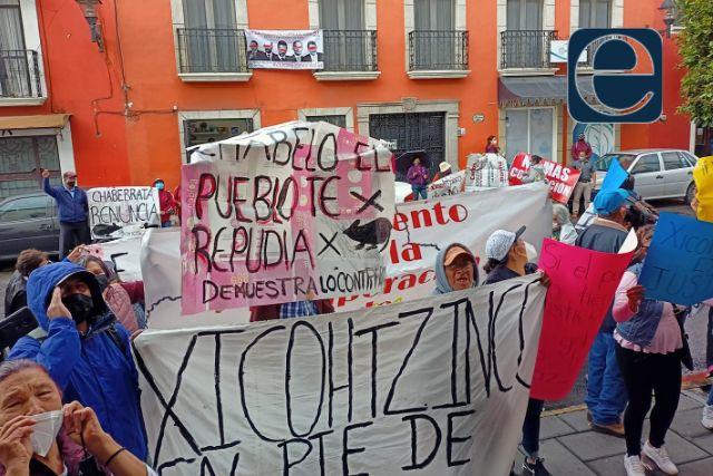 Pobladores de Xicohtzinco se manifiestan en el Congreso del Estado