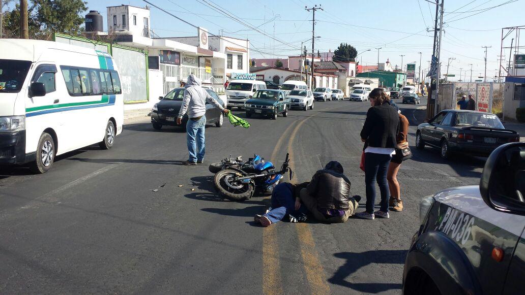 Camión de valores atropella motociclistas en Ocotlán