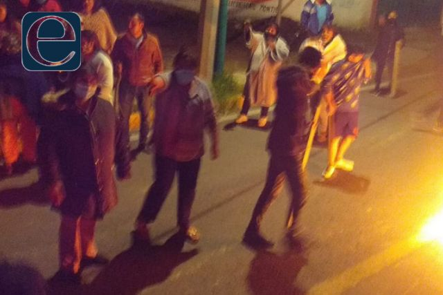 Pobladores de Tetlanohcan prenden fuego a una patrulla por incompetencia del edil