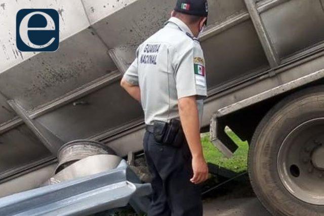 Trailero se lleva entre las llantas a un trabajador de mantenimiento en Hueyotlipan