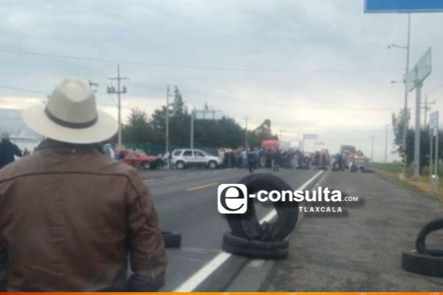 Cierran la carretera para exigir la entrega de un cuerpo en Calpulalpan