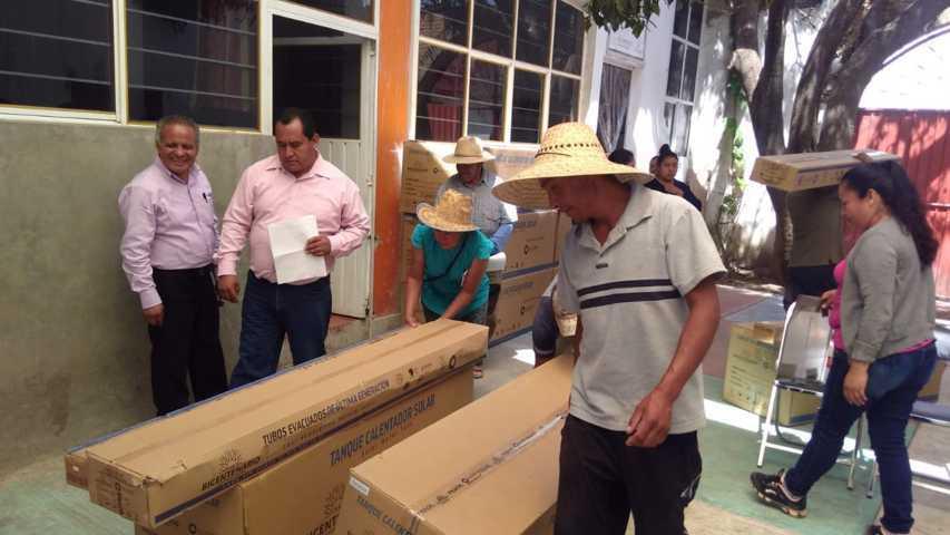 Con estos calentadores solares apoyamos a los grupos vulnerables: alcalde
