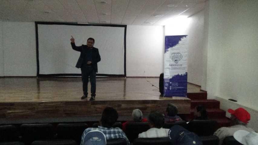 Productores de San Pablo Del Monte reciben conferencia en educación financiera