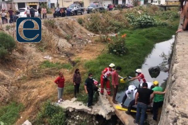 Sujeto cae al Zahuapan, presuntamente se desmayó cuando pasaba por la zona
