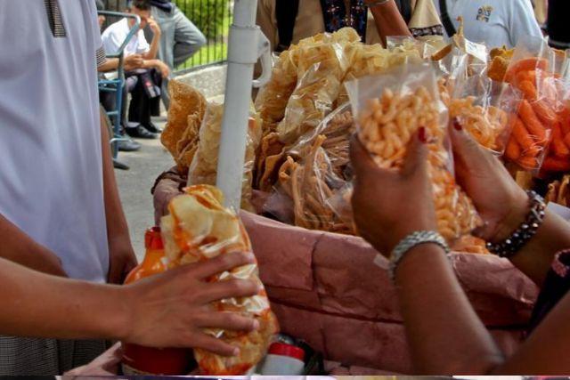 Queda prohibida la venta de alimentos chatarra en escuelas