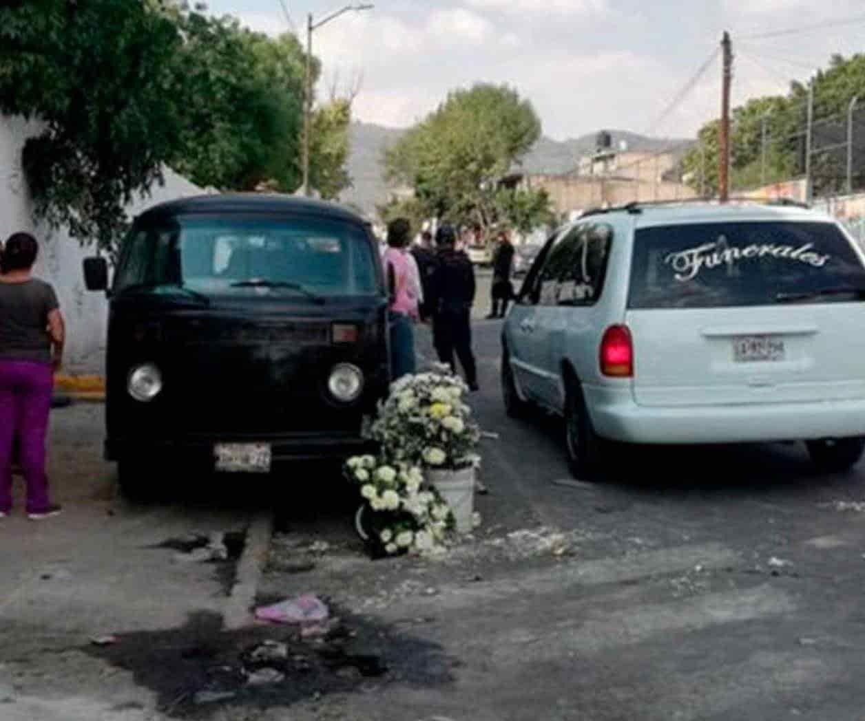 Un comando armado llega a un funeral y mata a la madre del difunto