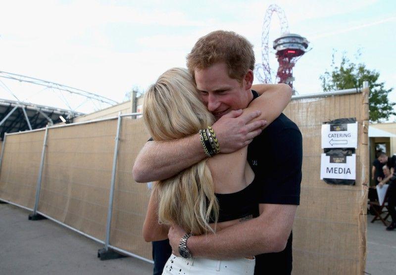 Ex novia del príncipe Harry pone en problemas a su actual matrimonio