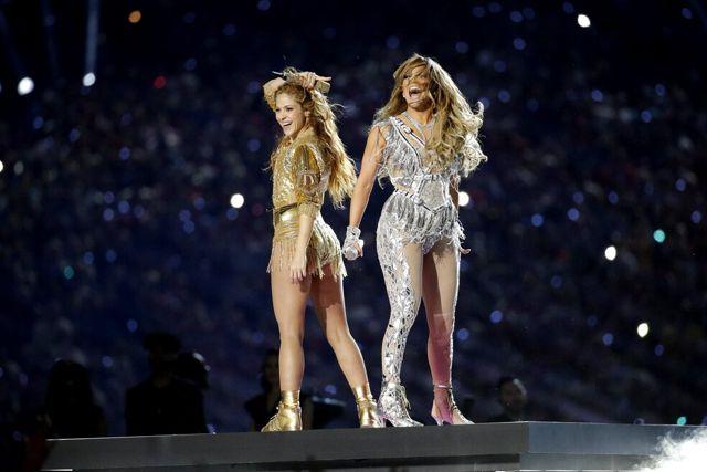 Desatan polémica JLO y Shakira sobre migración y obscenidad en el Super Bowl