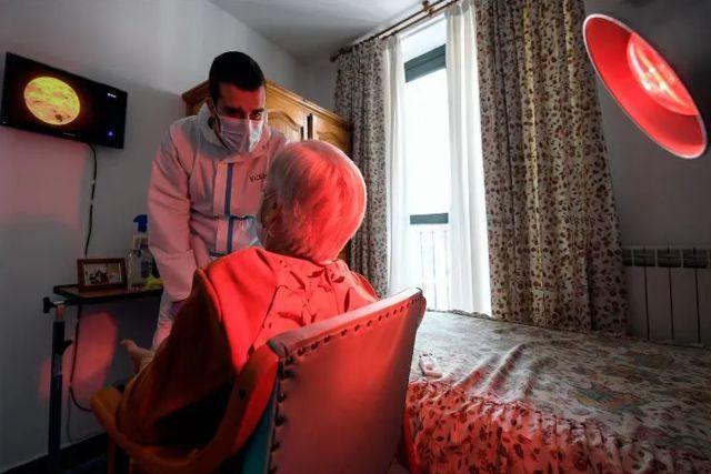 Una mujer de la tercera edad vence al covid-19, gripe española y cáncer