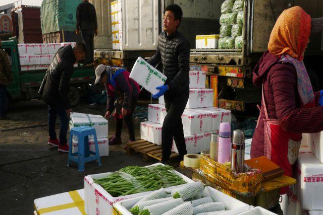 Cierran mercado de Pekin por fuertes rastros de coronavirus en sus alimentos