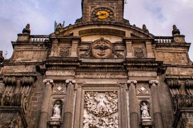 Culpan a FRENAAA por falta de limosnas en la Catedral Metropolitana