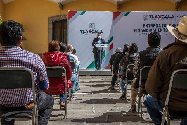 Entrega Marco Mena créditos a negocios tlaxcaltecas; se conservan 10 mil empleos con 60 mdp