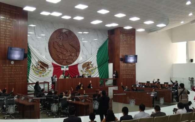 Gobernador abre confrontación con diputados locales