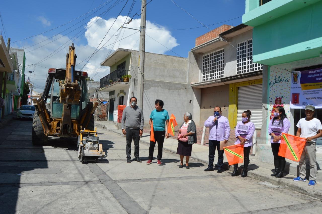 Inicia rehabilitación de drenaje en la avenida Emiliano Zapata de Ixtenco