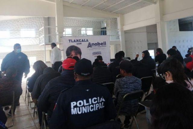 Hace años los oprimió y hoy Anabell pide elvoto de policías estatales